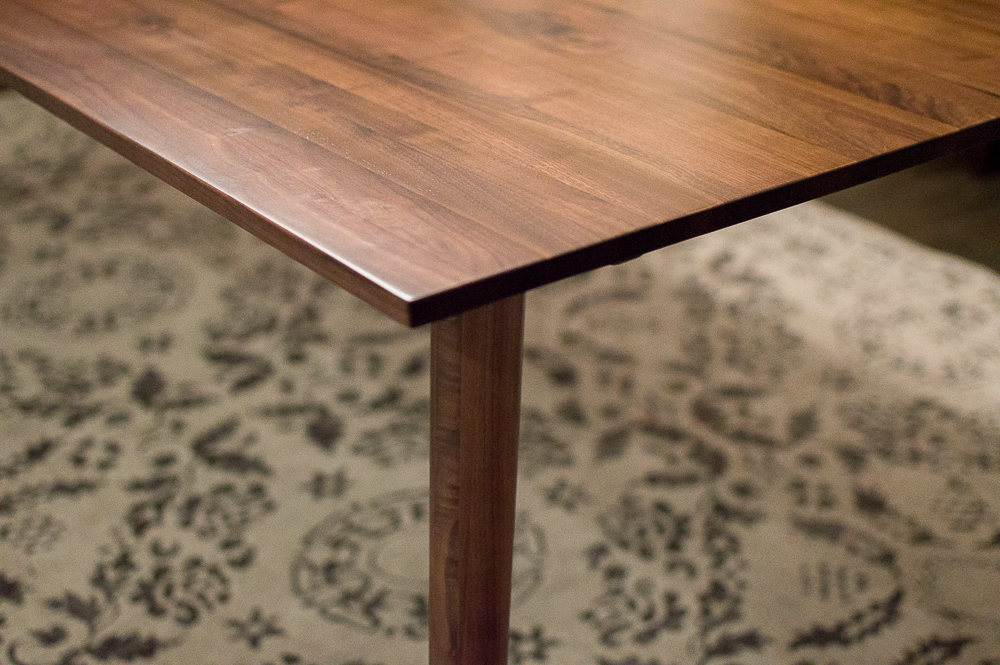 Article dinning table